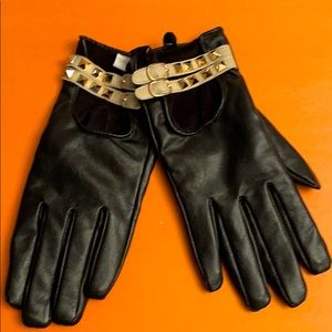 Black faux leather studded gloves *NEW